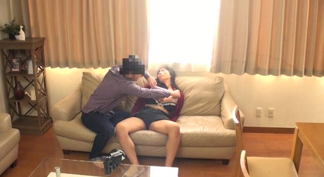 睡眠薬で母を眠らせ妊娠するまで中出し射精を繰り返す息子の盗撮記録のサンプル画像1