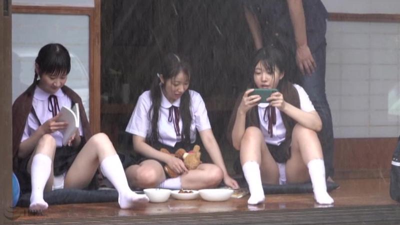 びしょ濡れ低身長●学生雨宿り強制わいせつのサンプル画像1
